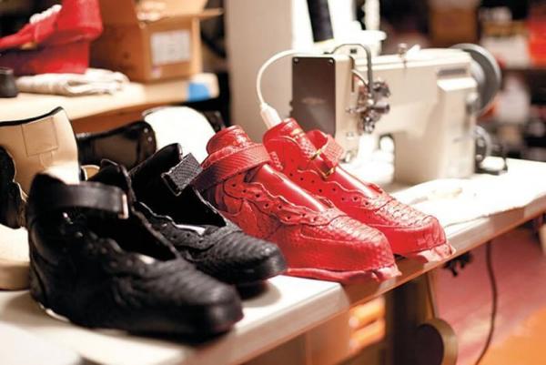 Phục hồi sneaker hư tổn