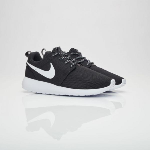 '-Nike-chinh-hang-Roshe-One-Black