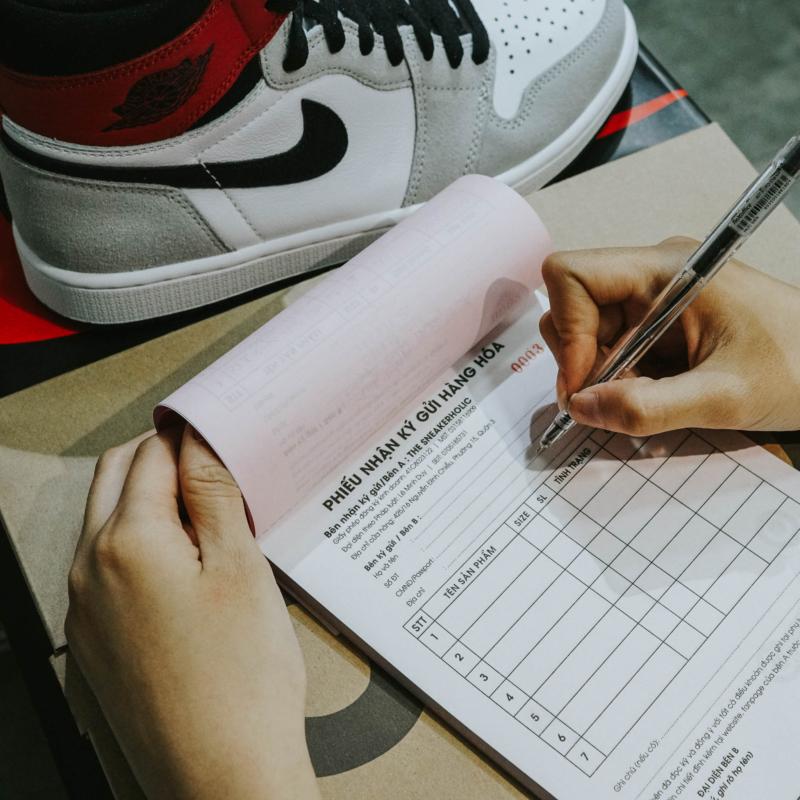 ky-gui-san-pham-Sneakerholic